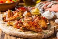 Пържени пилешки крилца във фритюрник със сос Бъфало (люти)